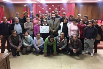 Azuatletismo entrega a ADA los 1.325 euros recaudados en la XXX San Silvestre Alcarreña