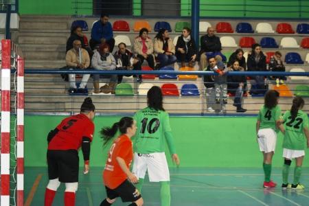 Las chicas del Alovera imponen su juego en La Dehesa y se llevan los 3 puntos