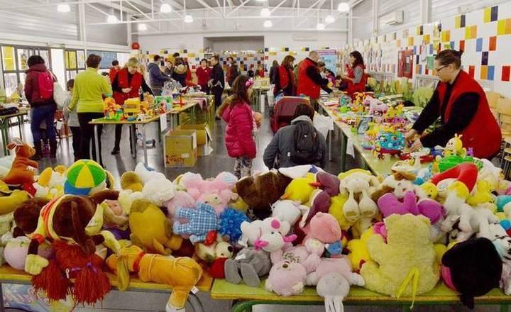 El mercadillo de las AMPAS de Azuqueca recauda más de 500 euros a beneficio de Cruz Roja y de Cáritas