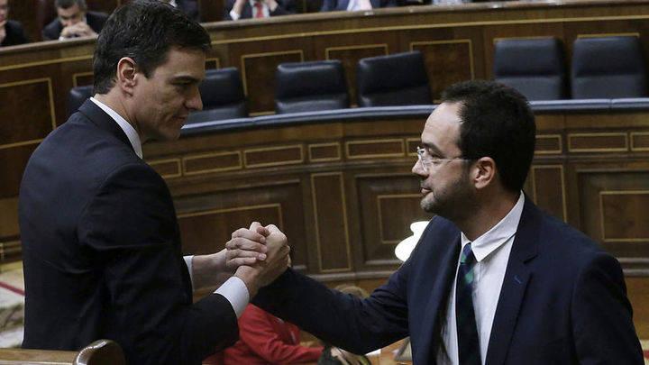 """El socialista Antonio Hernando a su mujer : """"Si sigo con Pedro...¿cómo vamos a pagar la hipoteca?"""""""
