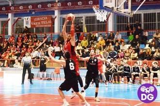Un despistado Isover Basket Azuqueca gana a un acertado Uros de Rivas