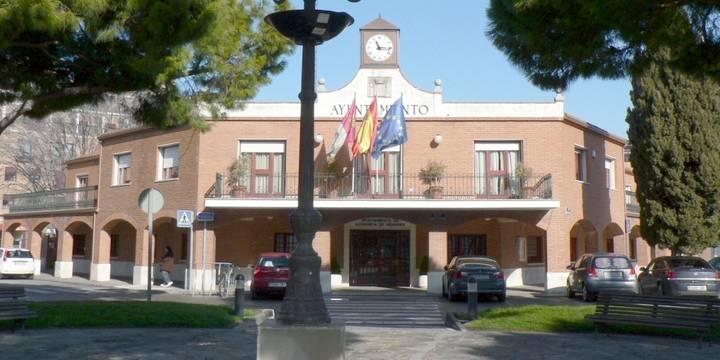 Blanco usa su voto de calidad como alcalde de Azuqueca para rechazar una moción por un parking del Hospital de Guadalajara gratuito