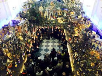 Cuenca recibe la Navidad con la inauguración del belén napolitano de la Diputación