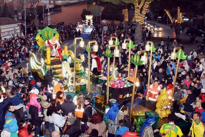 Los Reyes Magos visitan Azuqueca en la tradicional Cabalgata