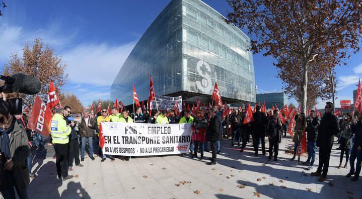 Más de 400 personas se concentran ante el SESCAM para exigir la rectificación de los pliegos de condiciones