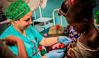 Una cirujana del Hospital de Guadalajara participa en una campaña quirúrgica en Kenia