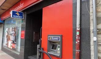 Si tiene una tarjeta con el Banco Santander, prepárese para pagar una comisión 3 euros al mes