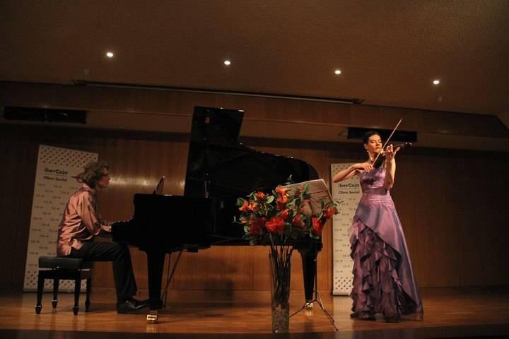 Tormenta de sentimientos en forma de música de violín y piano en el Centro Cultural Ibercaja