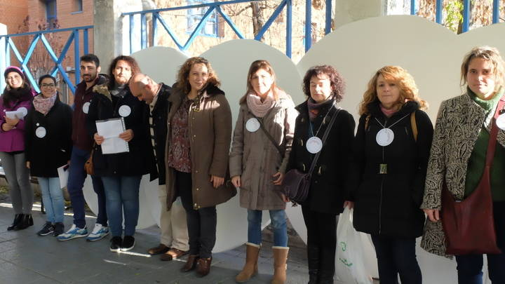 """Unos vistosos """"puntos blancos"""" invitan a los ciudadanos a dejar sus mensajes solidarios en la capital"""
