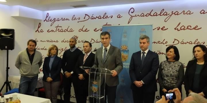 El alcalde de Guadalajara, Antonio Román, presenta un