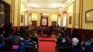 Alumnos de cuarto y quinto de primaria del colegio Maristas conocen el Ayuntamiento de Guadalajara