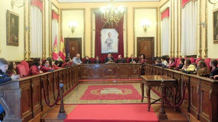 El alcalde Antonio Román da la bienvenida a Guadalajara los participantes en el programa Erasmus+