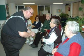 El mago Kayto compartió trucos y bromas con niños y mayores del Hospital de Guadalajara