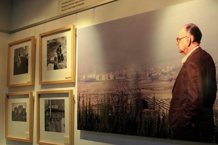 Cela y sus andanzas por La Alcarria reviven 70 años después en la Sala de Exposiciones de Valdeluz