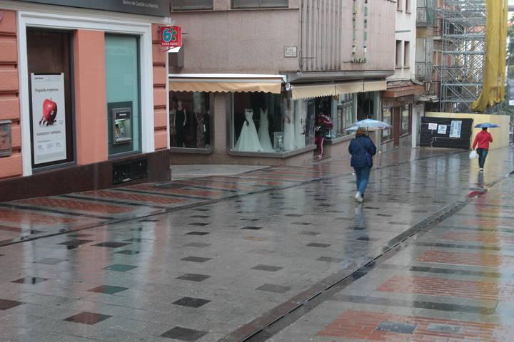 Niebla, lluvia, frío y viento este lunes en Guadalajara que está en alerta amarilla por lluvia y viento, con ratos de sol por la tarde