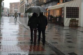 Descenso de las temperaturas, niebla, lluvia y viento este domingo gris en Guadalajara