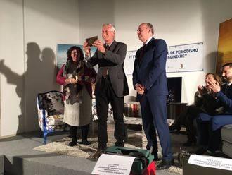 Latre entrega a Fidel Raso el Premio Internacional de Periodismo Cátedra Manu Leguineche