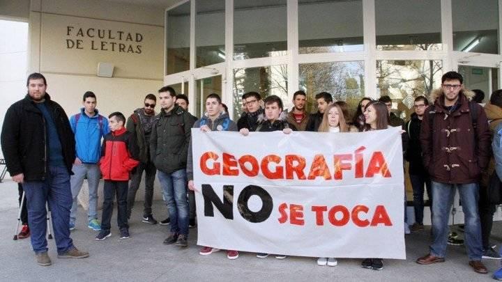 Los profesores y alumnos de Geografía de la UCLM están que trinan, les cierran el Grado