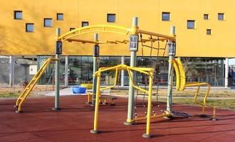 El polideportivo de Valdeluz estrena una máquina de ejercicios para entrenamientos al aire libre y en grupo