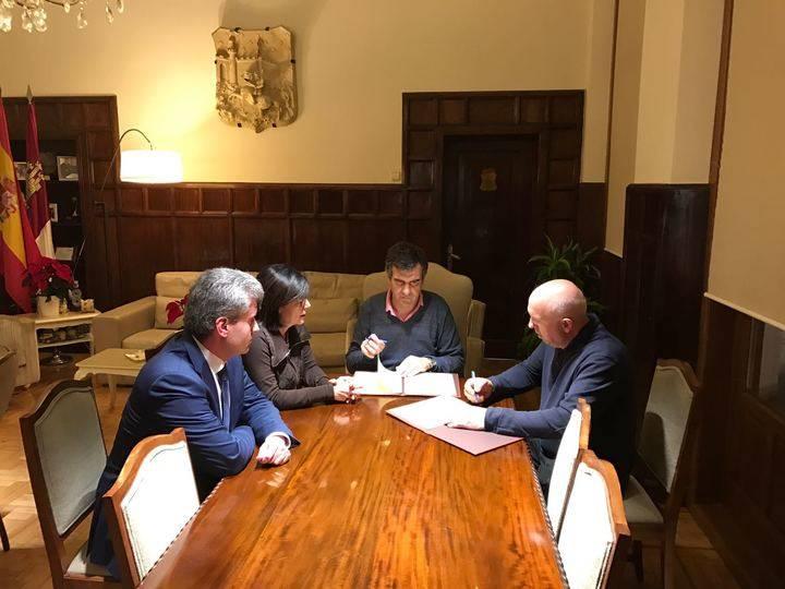 Acuerdo entre el Ayuntamiento de Guadalajara y comerciantes para el canje de cheques regalo en Navidad