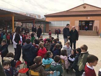 El alcalde de Guadalajara visita el colegio Santa Cruz