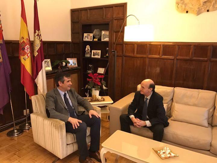 Encuentro entre el alcalde de Guadalajara y el subdelegado del Gobierno