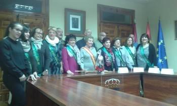 Teresa Gregorio recoge el Bastón de Mando del Ayuntamiento y las mujeres de Santa Águeda ya mandan en Jadraque