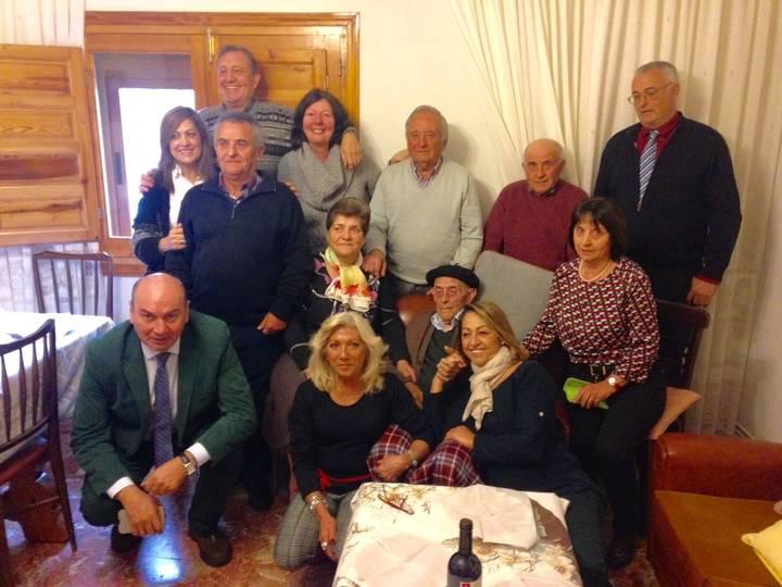 El presidente de la Diputación de Guadalajara felicita a Alejandro Alonso, de Arbeteta, en su 100 cumpleaños