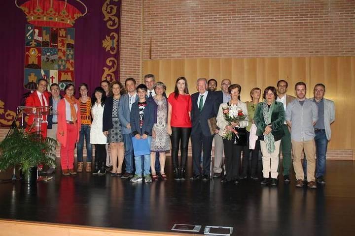 Más de 200 personas participan en la Gala Benéfica de La Camada