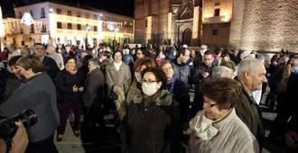 El pueblo de Manzanares rinde homenaje a los fallecidos y afectados por la legionela al cumplirse un año del brote
