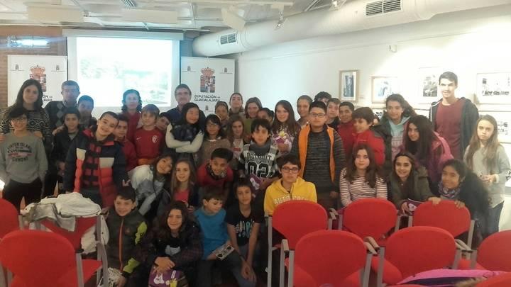 """Escolares del Colegio Badiel participan en una lectura comentada del """"Viaje a la Alcarria en familia"""""""