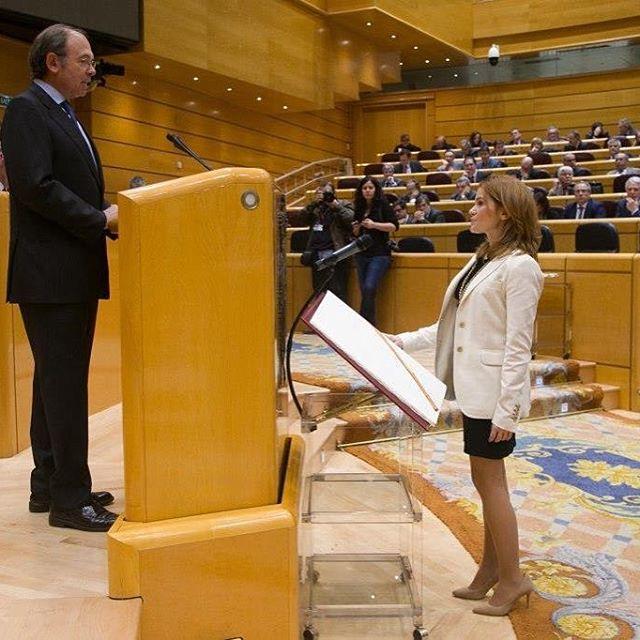 La nueva senadora del PP por Guadalajara, Marta Valdenebro Rodríguez acata la Constitución