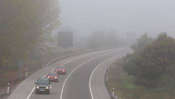 Atención en el tráfico por carretera, varias provincias en alerta por bancos de niebla
