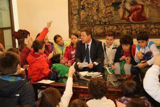 Artículo del Presidente de Castilla La Mancha con motivo del Día Universal de la Infancia : Crecer y vivir con dignidad