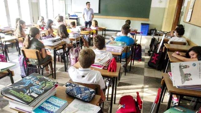 Denuncian que Page va a suprimir 67 plazas de maestros en Guadalajara y 338 en Castilla La Mancha