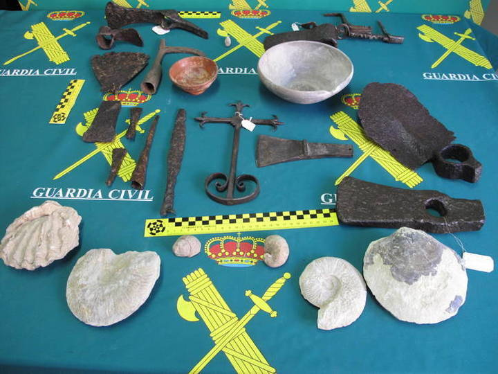El Seprona incauta restos arqueológicos y fósiles en la comarca de El Señorío