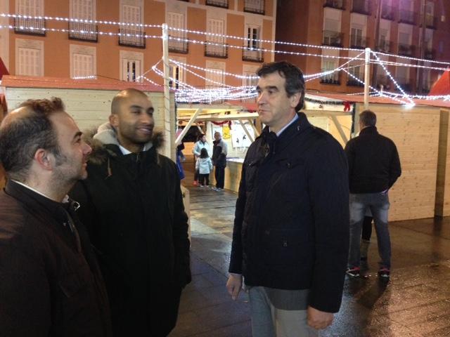 El alcalde de Guadalajara inaugura el mercadillo navideño de la Plaza Mayor