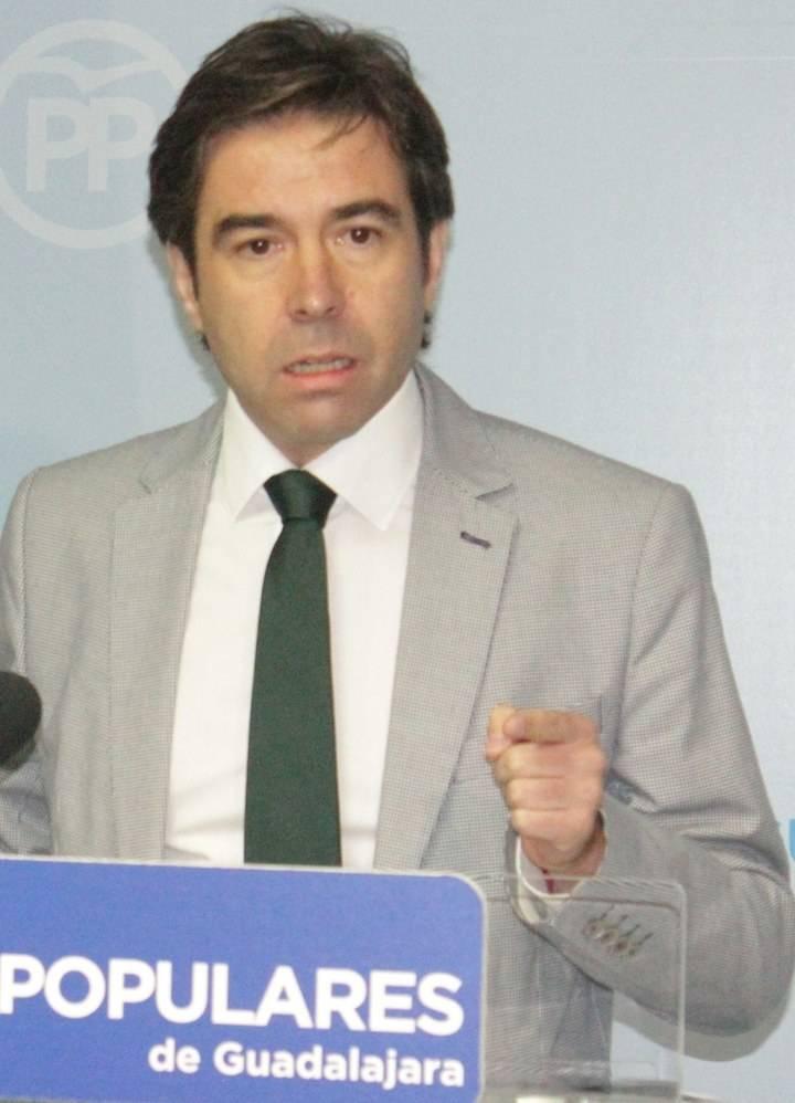 """Robisco denuncia que a Page """"se le caen los techos de los hospitales y de los colegios de Guadalajara"""""""