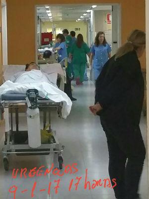 """Exigen el cese del gerente del Hospital de Toledo por el colapso de las Urgencias, con enfermos """"apilados"""" en pasillos"""