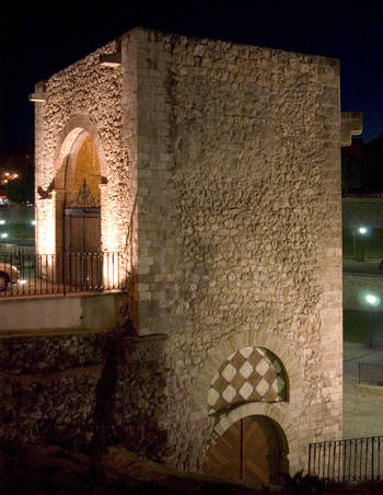 El torreón de Álvar Fáñez y la Academia de Ingenieros del Ejército, detalle monumental del mes de noviembre