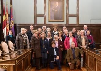 Un grupo del Centro Manolito Taberné visita el Palacio Provincial