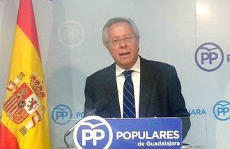 """Aguirre avisa al PSOE de que si no cambia su estrategia de alianzas """"continuará hundiéndose en las encuestas"""""""