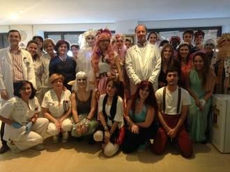 Niños del Hospital y alumnos del Virgen del Amparo han disfrutado de teatro y música con los estudiantes de cuarto de Medicina