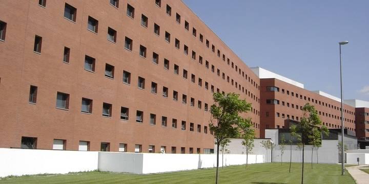 """Los sindicatos denuncian el """"colapso total"""" de Urgencias en el Hospital de Ciudad Real, con más de 40 personas esperando cama"""