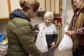 Trillo pone en marcha un servicio pionero de comida a domicilio a mayores a través de un taller de empleo