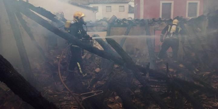 Cuatro viviendas afectadas por las llamas por un incendio en Tendilla