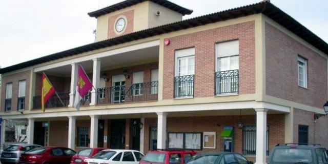 Denuncian que la alcaldesa de Villanueva de la Torre oculta la prórroga del plan de transporte que tanto criticó