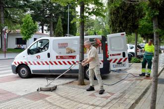 Azuqueca pone en marcha un dispositivo especial de limpieza de aceras