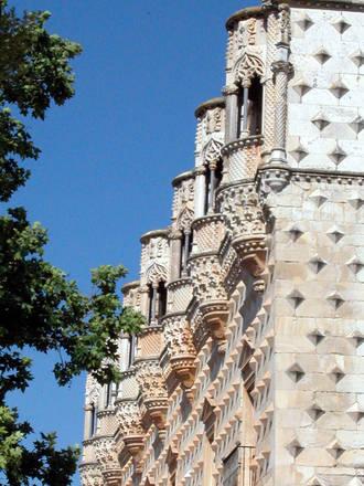 El Palacio del Infantado, detalle monumental del mes de abril