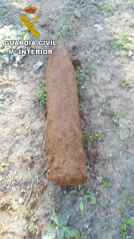 La Guardia Civil desactiva un proyectil de artillería originario de la Guerra Civil en Aleas